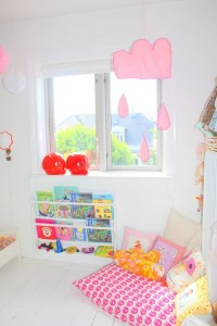 Every kid's room has to have a reading nook! #kidsbedroom #readingnook